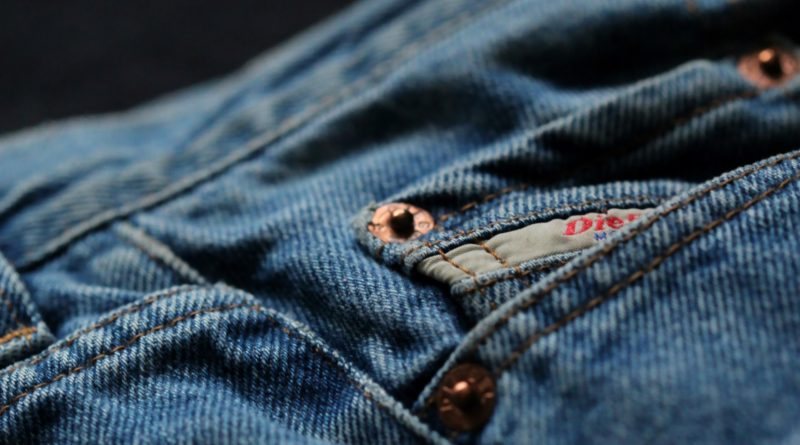 Waarvoor dient die kleine zak op je spijkerbroek?